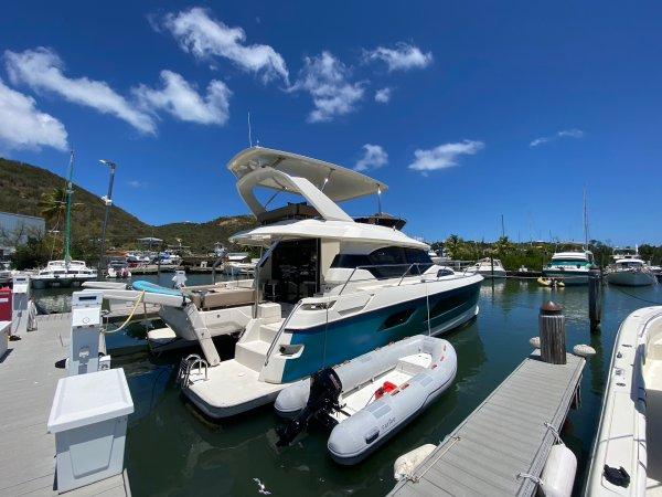 2016 Aquila 443 Disco Boat : Luxury Power Catamaran