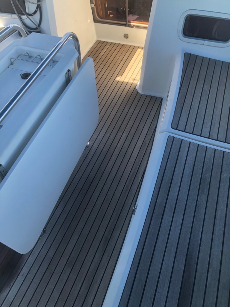 Jeanneau Sun Odyssey 469 Deck Area