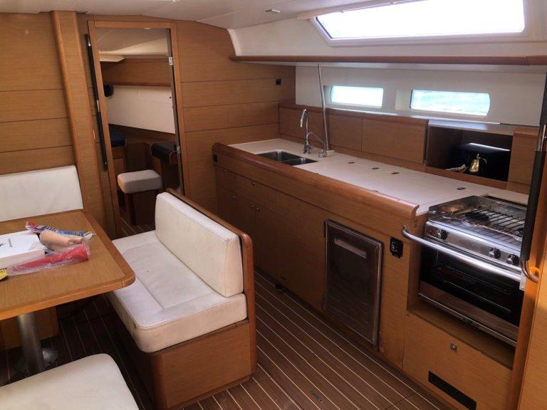 Sun Odyssey 469 Salon